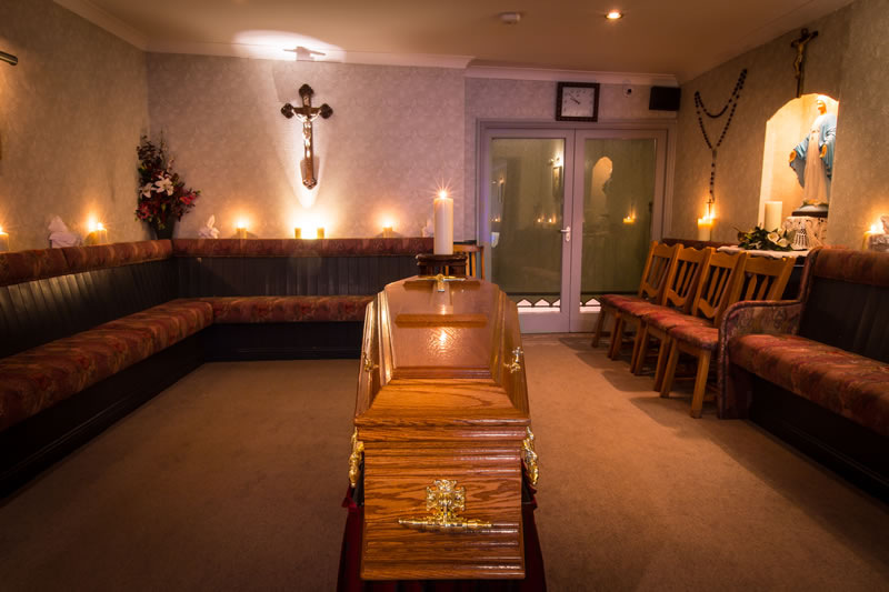 lynchs funeral home interior